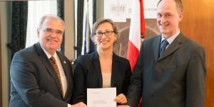 Bundesminister Wolfgang Brandstetter mit Dr. Hemma Mayrhofer und Dr. Walter Hammerschick