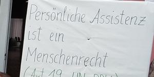 Demo Plakat Persönliche Assistenz ist ein Menschenrecht