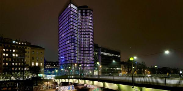 PurpleLightUp UNIQA-Tower am Donaukanal Wien