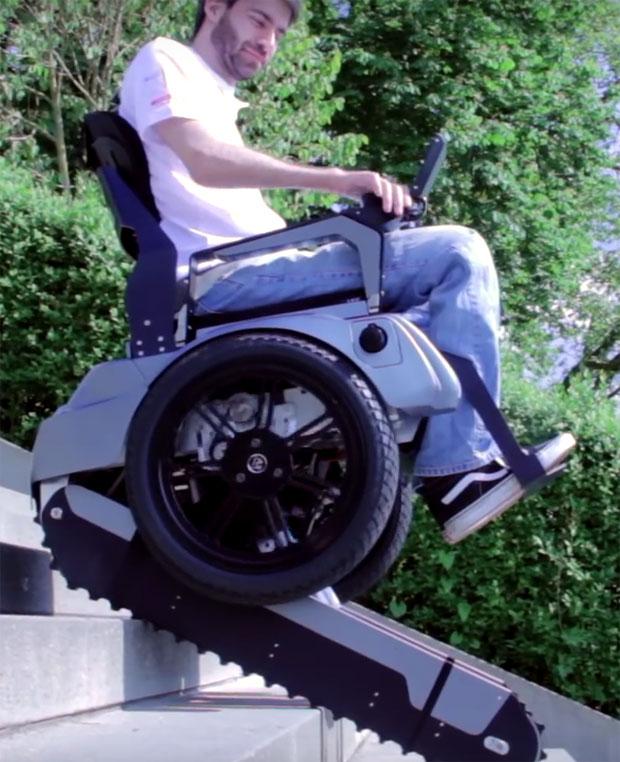 Rollstuhl mit Funktion zum Stiegensteigen