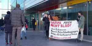 """""""Sozial aber nicht blöd"""" - Kundgebung am 14. Jänner 2016 vor dem ÖGB-Haus in Wien anlässlich der SWÖ-KV Verhandlungen. Fotoquelle: facebook/Wir sind sozial aber nicht blöd."""